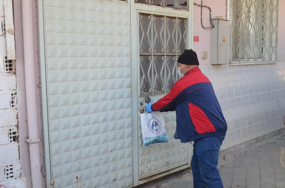 2020/11/1606143208_ahmetli_belediyesi_karantinadaki_ailelerin_yaninda_(5).jpg