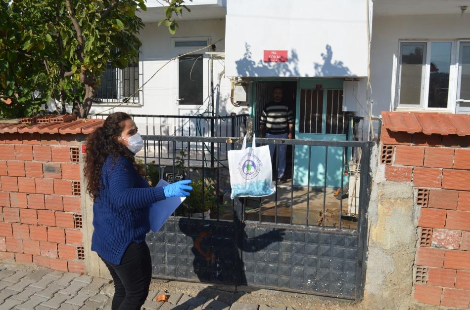 2020/11/1606143212_ahmetli_belediyesi_karantinadaki_ailelerin_yaninda_(4).jpg