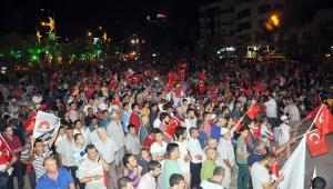 'Bayrakları kaldıralım, hep beraber ayağa kalkalım'