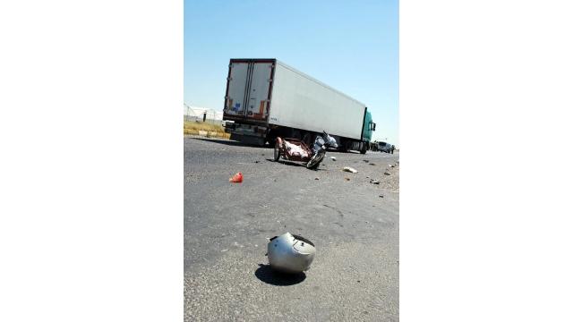 Kamyonetle motosiklet çarpıştı: 4 yaralı