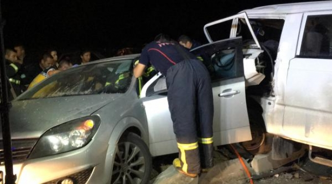 Kamyonetle otomobil çarpıştı: 5 yaralı