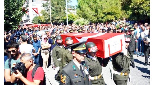 Şehit er Ahmet Tezcan'ı, son yolculuğuna 2 bin kişi uğurladı
