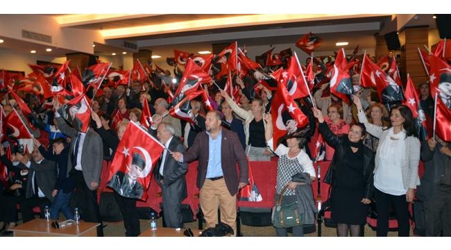 CHP'den İsmail Saymaz eşliğinde Cumhuriyet paneli