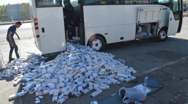 Midibüsten 18 bin paket kaçak sigara çıktı