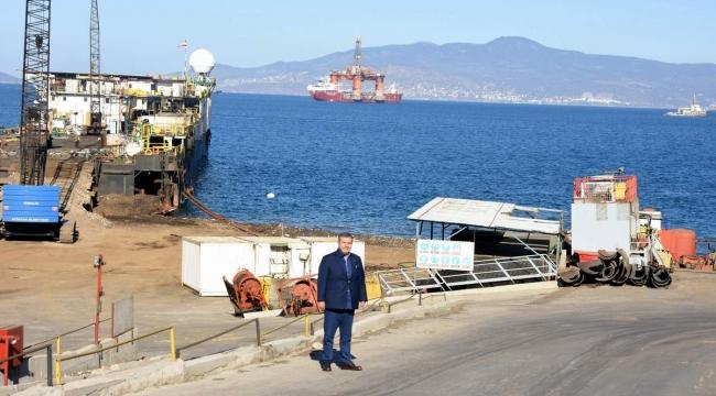 Dev yüzer petrol arama sondaj platformu geri dönüşüme kazandırılmak üzere Türkiye'ye getirildi.