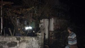 """""""Elektrikli battaniyenden """"çıkan yangında bir ev tamamen yok oldu"""