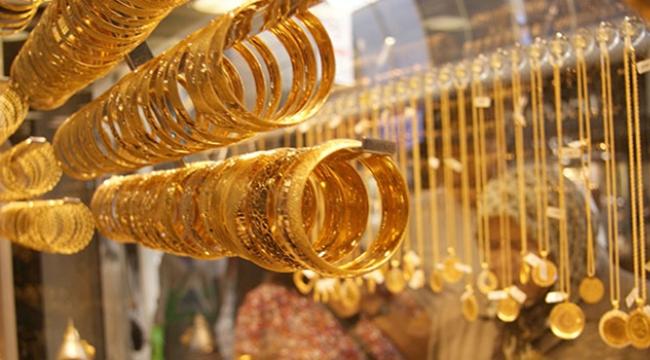 Gram altın 148 liradan, Cumhuriyet de 990 liradan satılıyor.