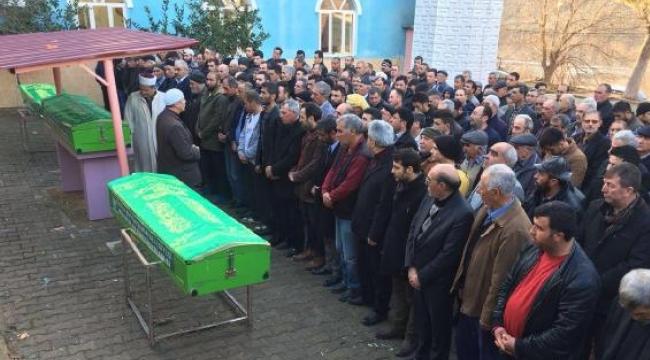Ölenler, Alkan Mezarlığı'nda yan yana toprağa verildi.