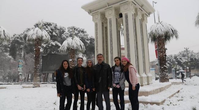 Turgutlu'da tüm okullara 1 gün kar tatili