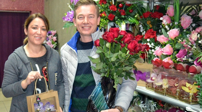 Çiçek satıcıları Sevgililer Günü'nü bekliyor