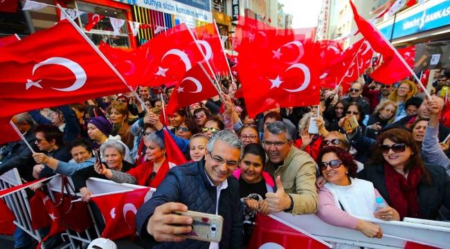 10 bin kişi İzmir Marşı'nı söyledi