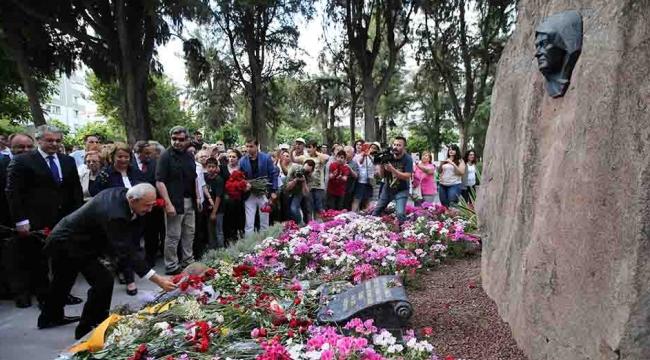 Kılıçdaroğlu, Zübeyde Anne'yi ziyaret etti
