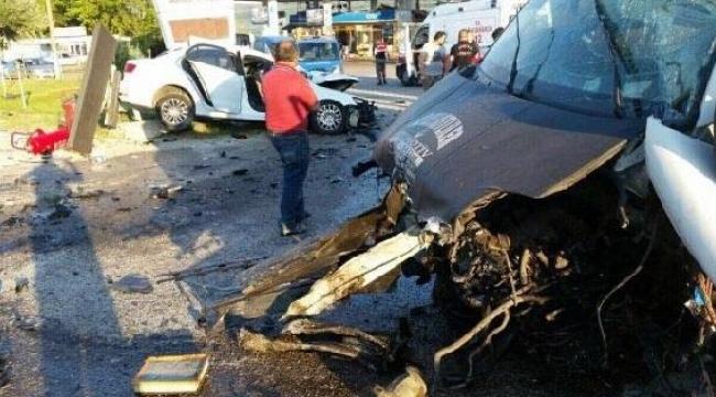 Minibüsle otomobil çarpıştı:1 ölü, 4 yaralı