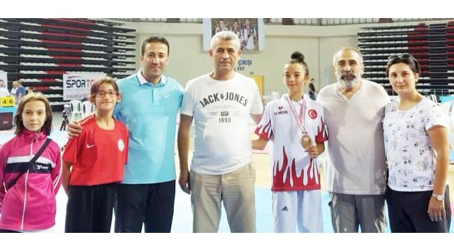 Turgutlulu Edanur taekwondoda Türkiye 3'üncüsü oldu