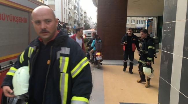 Belediye hizmet binasında yangın paniği