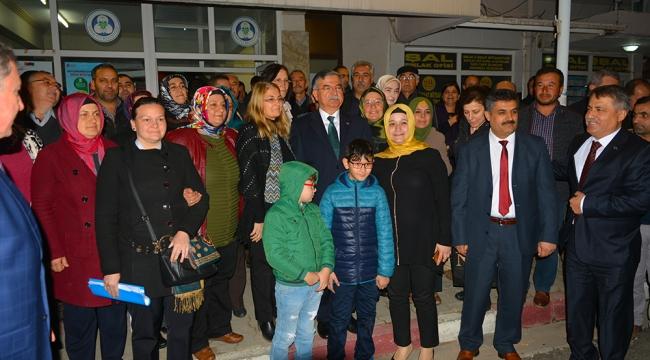 MİLLİ Eğitim Bakanı İsmet Yılmaz, Ahmetli İlçesi'nde