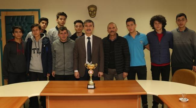 Manisa şampiyonu Turgutlu Lisesi Başkan Şirin'i ziyaret etti