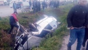 Sıkışan sürücü ve yolcu yaralandı, itfaiye kurtardı
