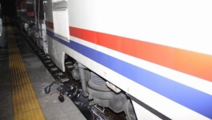 Tren, elektrikli bisiklete çarptı: 1 ağır yaralı