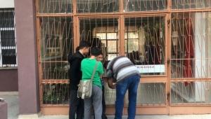 Öğrenciler okulda mahsur kaldı