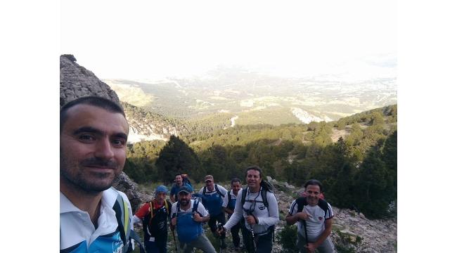 Zirve Dağcılık 19 Mayıs coşkusunu Honaz Dağı'nda; 2571 metrede yaşadı