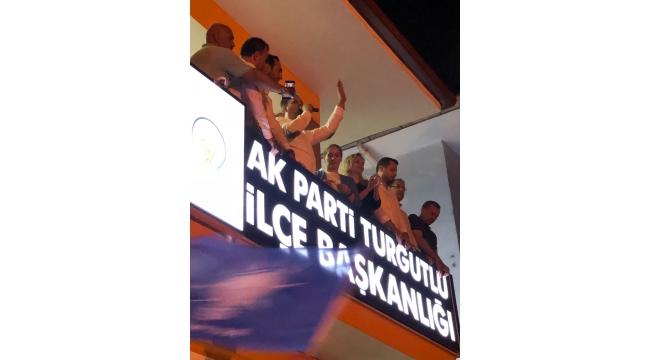Ak PartiTurgutlu İlçe Başkanı Kazım Dilek'in balkon konuşması VİDEO
