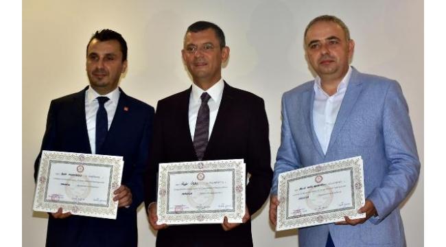 CHP Milletvekili Bekir Başevirgen mazbatasını aldı
