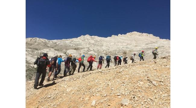 Turdak'tan Aladağlar Emler Zirvesine tırmanış
