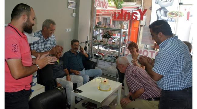 CHP yönetiminden Yankı'ya pastalı kutlama