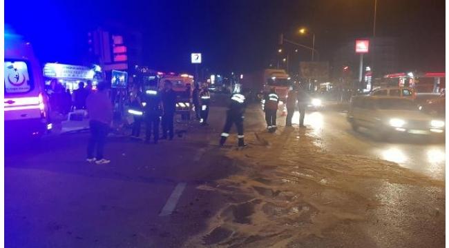 Minibüs, çekici ve elektrikli bisikletin karıştığı kaza 8 yaralı