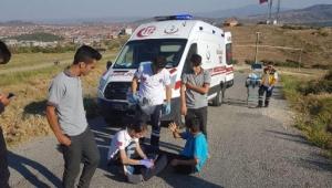 Otomobille çarpışan motosikletteki 2 çocuk yaralandı