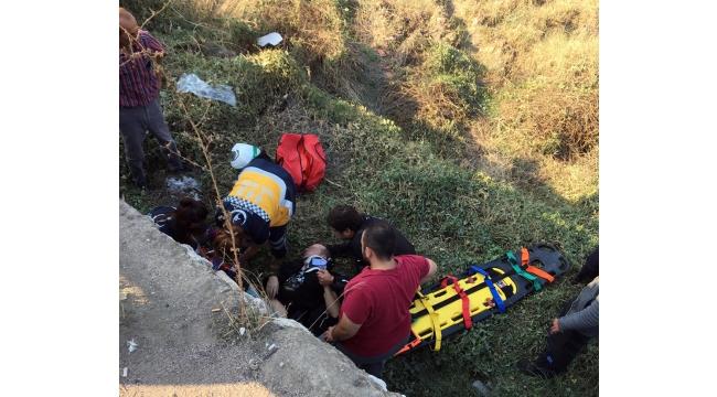 Yol kenarındaki boş araziye düşen sürücü yaralandı
