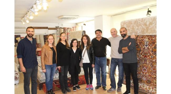 Üniversite öğrencileri Özer Halı'da halı ve kilimleri inceledi