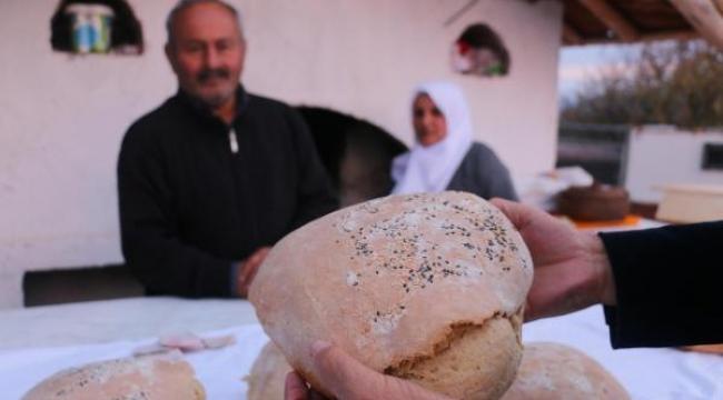 20 yıldır yaptıkları ekşi mayalı köy ekmeği gelir kapıları oldu