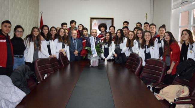 Final Lisesi başarılarını Turgutlu protokolüyle paylaştı