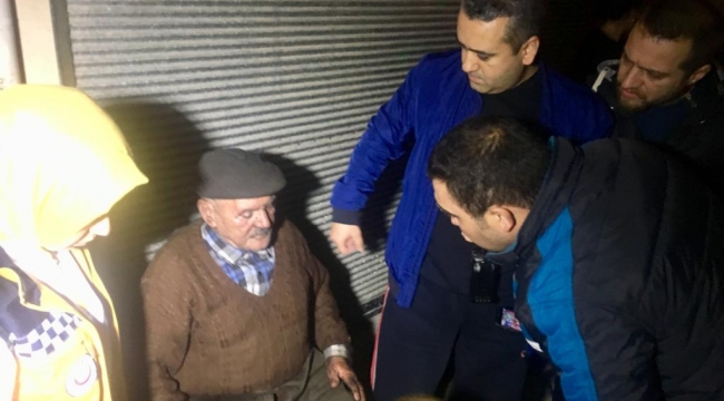 Yaşlı adamı alevler arasından itfaiye son anda kurtardı