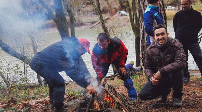 Zirve dağcıları Karagöl'de doğanın seyrine doydu