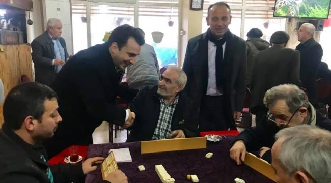 Tek resmi aday olan CHP'li Akın vatandaşların içinde