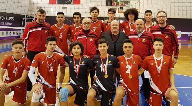 Özel Turgutlu Final Lisesi voleybolda bölge şampiyonu
