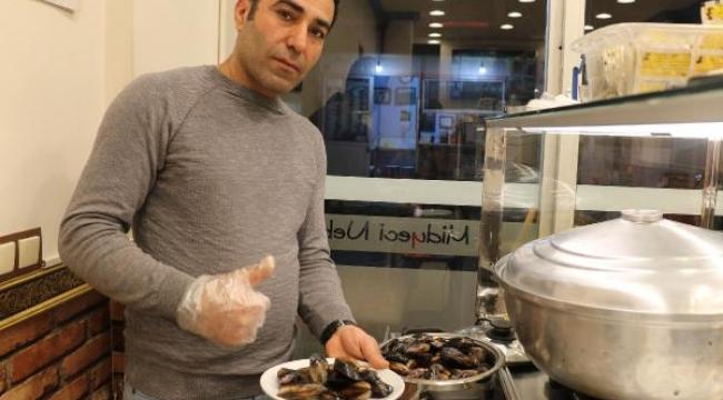 Ürettiği 'diyet midye' ile siparişlere yetişemiyor