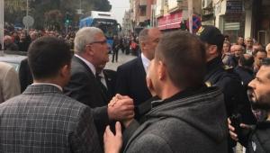Akşener Turgutlu'da bir grup tarafından protesto edildi