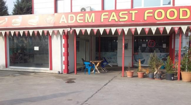 Adem Petrol'un içinde kiralık dükkan