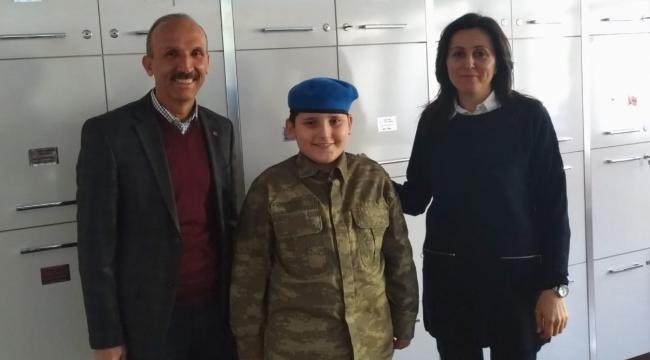 Şadi Turgutlulu Mehmet, ortaokullarda İstiklal Marşını güzel okuma 1'incisi