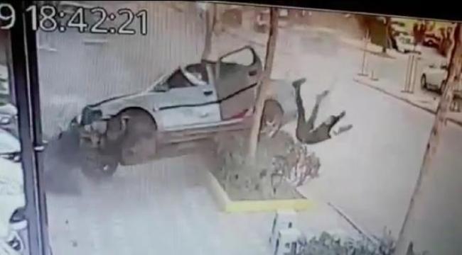 Takla atan otomobilden fırladı, o anlar kameralara yansıdı