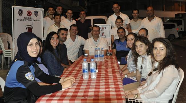 'Çayınızı içmeye geldik' ekibi Aşçı Yusuf'ta vatandaşları dinledi