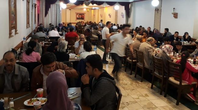 Gamalı Köftecisi'nde iftar sofraları dolup taşıyor