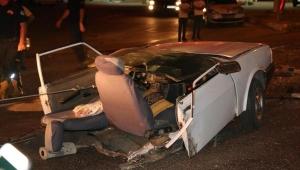 Kazada otomobil ortadan ikiye bölündü:1'i ağır 3 yaralı