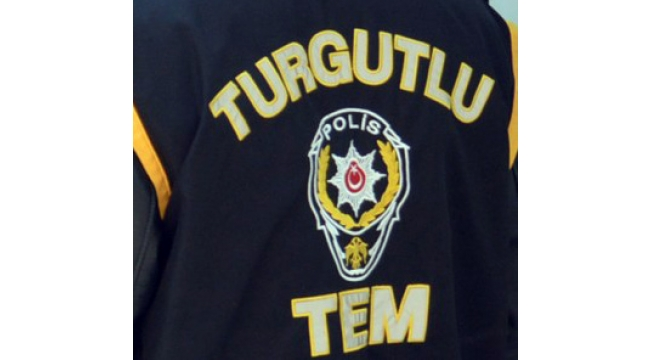 Polis, 1'i kadın 3 FETÖ'cüyü pazarda yakaladı