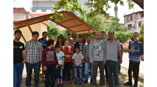 Polisten engelli öğrencilere anlamlı ziyaret