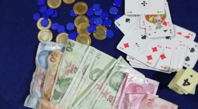 Turgutlu'da kumar operasyonu: 12 kişiye 3 bin 840 TL ceza!